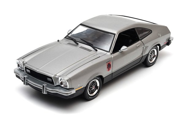Ford Mustang II Stallion (1976) in Silver and Black (1:18 scale by Green Light Collectibles GL12890)