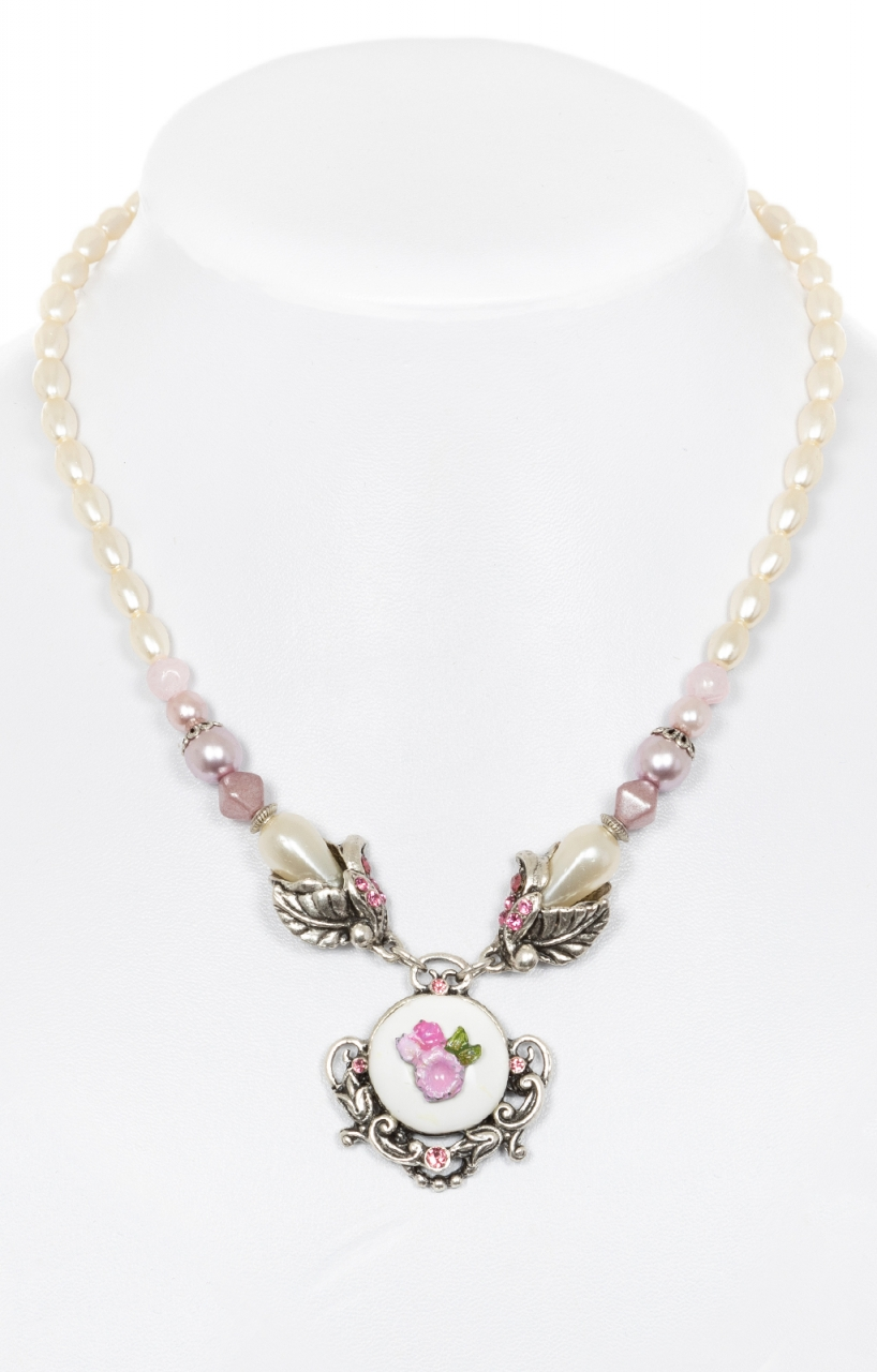 Traditional pearl necklace with flower pendant pink